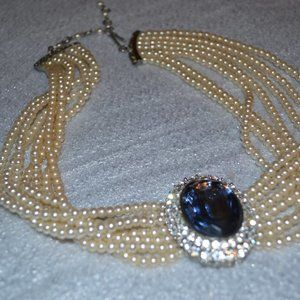 choker style pearl necklace